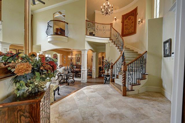 Photoframes-along-Staircase